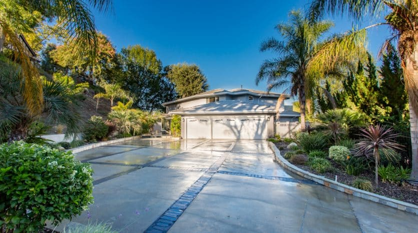 Selling homes in Woodland Hills