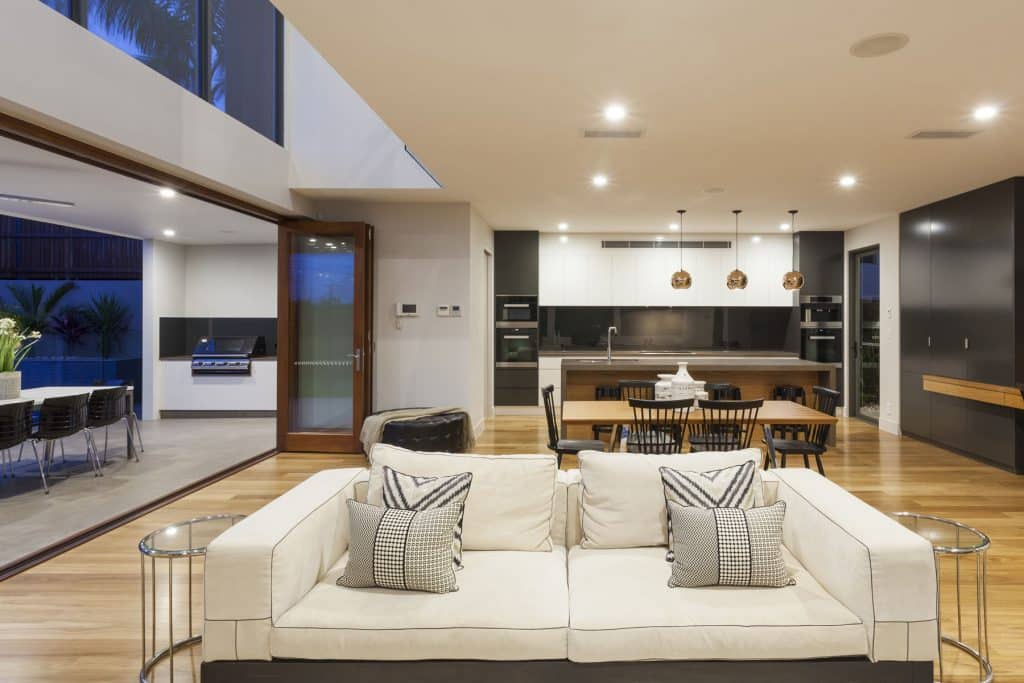 Woodland Hills Luxury Homes