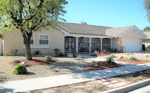 Chatsworth Home on 10751 Owensmouth Ave sold for $850,000