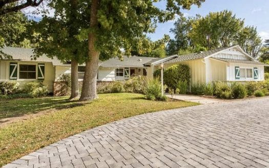 5166 Kelvin Ave in Woodland Hills Home for Sale in Escrow