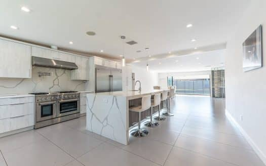 Luxury Homes in Woodland Hills