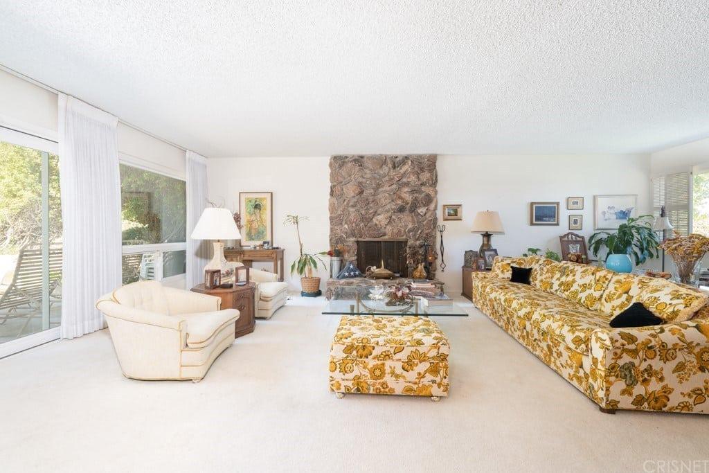24643 Eilat St, Woodland Hills, CA 91367