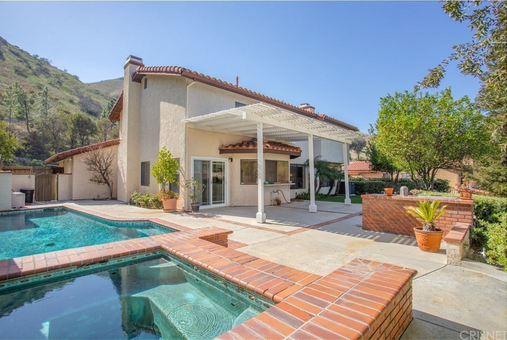 7132 Castle Peak Dr, West Hills, CA 91307